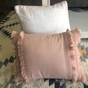 Other - Bundle of throw pillows